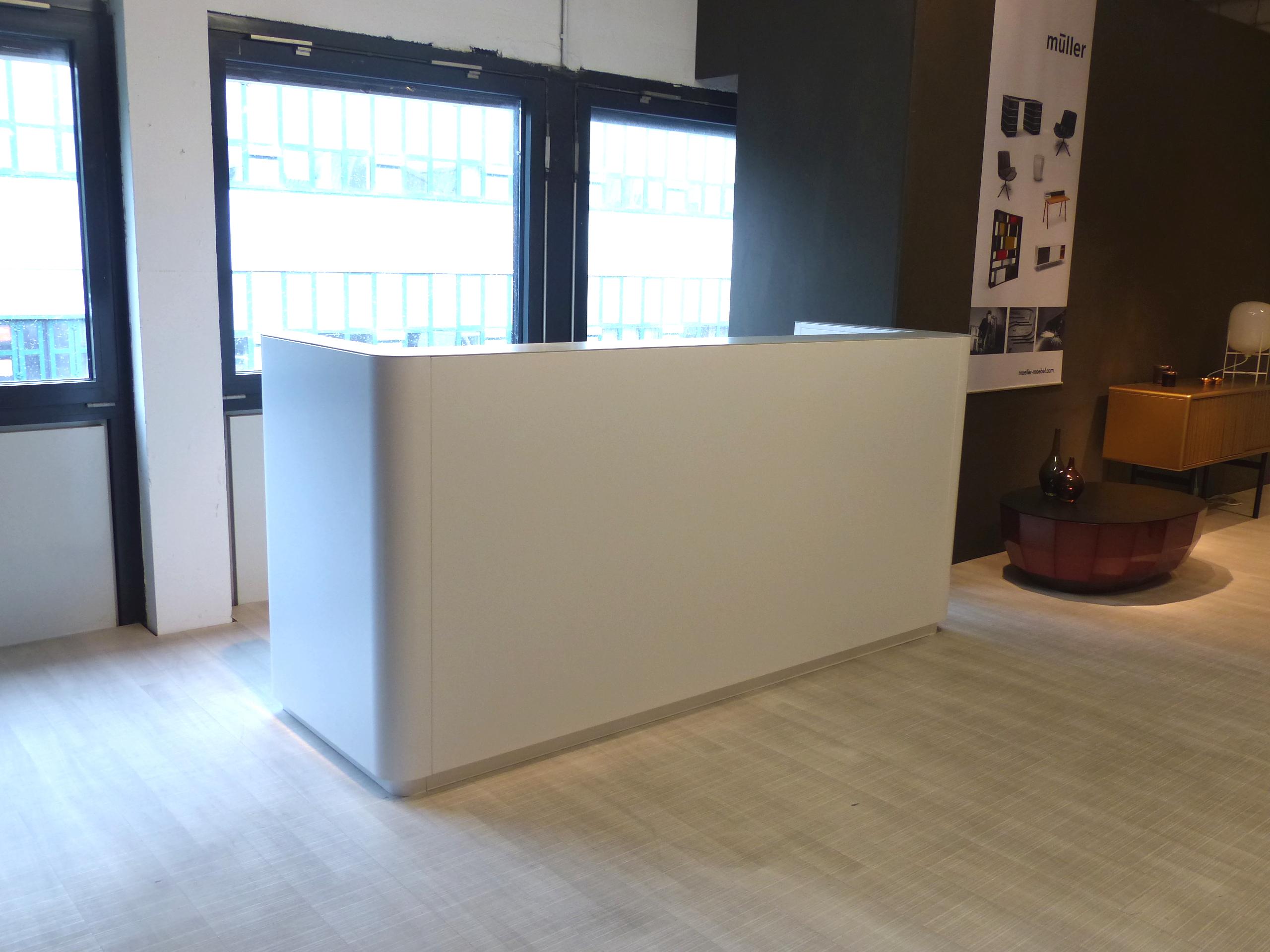 müller workspace lineare Empfangstheke weiß