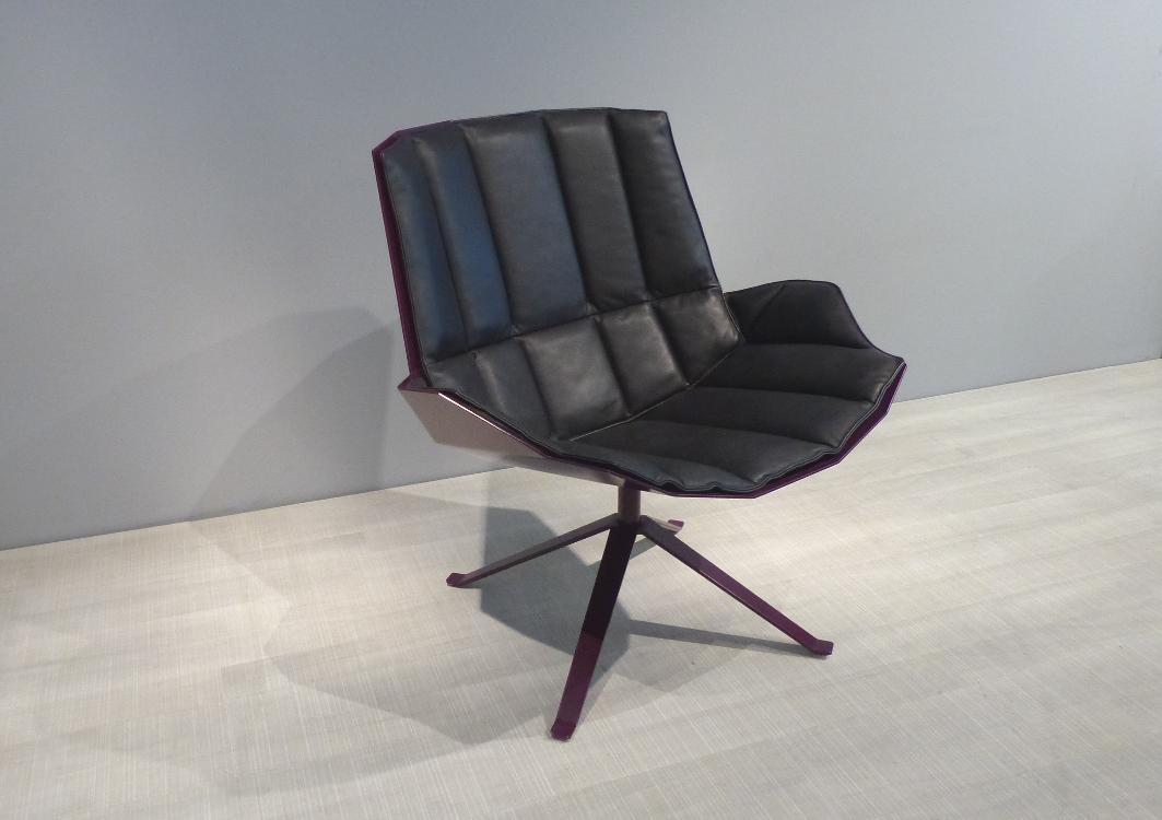 mueller metall möbel outlet MARTINI CHAIR Lounge Sessel purpur violett mit Lederpolster in schwarz