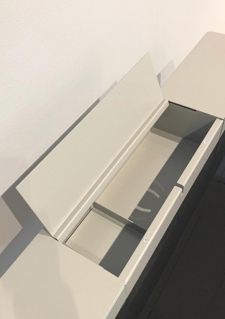 mueller metall möbel PS 20 Sekretär grau mit schwarzer Glasarbeitsfläche