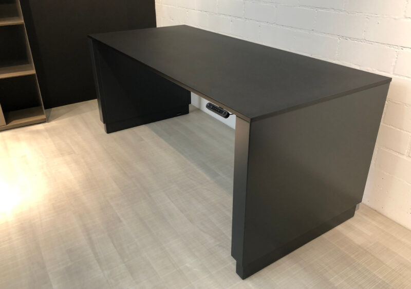 müller metall möbel Outlet Workspace Arbeitstisch schwarzgrau mit schwarzer Linoleum Arbeitsfläche und elektrischer Höhenverstellung